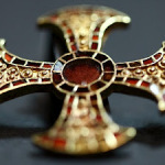 7th century Anglo-Saxon Teen with Golden Cross Discovered